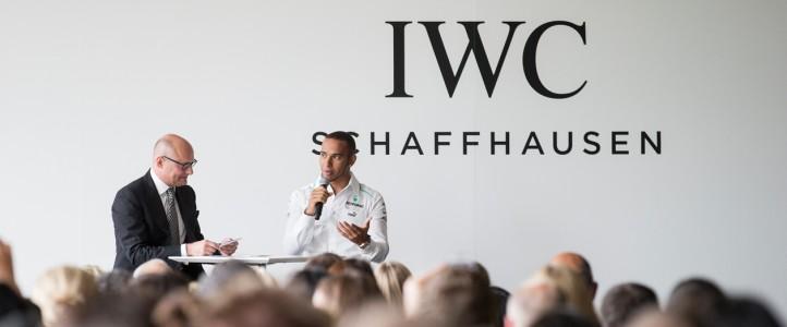 Lewis Hamilton hace una parada en IWC Schaffhausen.